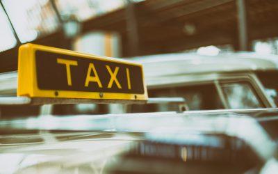De hindoestaanse taxichauffeur in Paramaribo