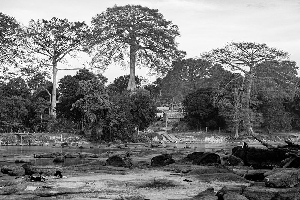 dorpjesaanSurinamerivier